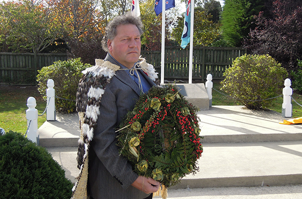 Bruce with the wreath at the memorial plinth.